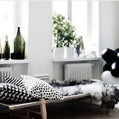 Love this apartment inspiration, posted by @rerawessentials . Black and white will never go out of fashion. Tip, for small rooms use floor to ceiling curtains to make the room to appear larger  #diy #interior #reviews #reviewbook #instagood #instadaily #love #apartment #style #girl #like #me #cute #blackandwhite #repost #follow #followme #blog #blogger #beautiful #styled #tips #tipsandtricks  Read more at http://websta.me/n/reviewbook#WTP6MSlBGFrcTiVD.99