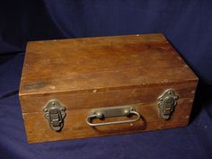 Vintage Pine Tool  Storage Cox w/ Latches and Handle  (Image1)