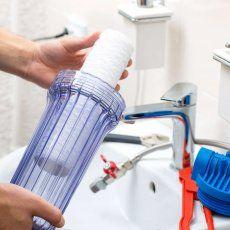 становка фильтров для воды - быстро и качественно. Проводим обслуживание фильтров для воды: Замена баков для обратного осмоса. Замена картриджей. Установка систем очистки воды (фильтров). Переоборудование кулера в пурефайер. Обслуживание пурифайеров. Ro Water Purifier, Water Filtration System, Water Purification, Reverse Osmosis Water Filter, Reverse Osmosis System, Water Well, Hard Water, Advantages Of Water, Plumbing Drains