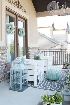 DIY Outdoor Chairs and Porch Makeover (Thrifty and Chic) Used Outdoor Furniture, Pallet Patio Furniture, Cottage Furniture, Diy Furniture, Outdoor Chairs, Outdoor Decor, Furniture Layout, Furniture Makeover, Garden Furniture