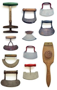 Vintage kitchen tools really like these would like to find some kitchen colors kitchen island kitchen signs primitive kitchen kitchen decorations kitchen farmhouse style Primitive Kitchen, Old Kitchen, Kitchen Items, Kitchen Utensils, Kitchen Tools, Kitchen Gadgets, Kitchen Signs, Country Primitive, Rustic Kitchen
