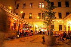 Borban az igazság!                               Magyarország legpatinásabb borvidékei egy hétvégére Budapestre költöznek, és más-más városrészt foglalnak el. Szombaton és vasárnap 16 órától a Continental Budapest Hotel – ARAZ Éttermében velem is találkozhattok:  ... Budapest, Street View