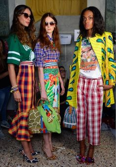 Pattern mixing done right via Stella Jean (Downtown Demure) - Stella Jean Backstage//Milan FW Spring 14 – I thought something about this is referencing the Car - Stella Jean, Böhmisches Outfit, Mode Hippie, Cooler Look, Mode Vintage, Mixing Prints, Mode Inspiration, Fashion Inspiration, Looks Style