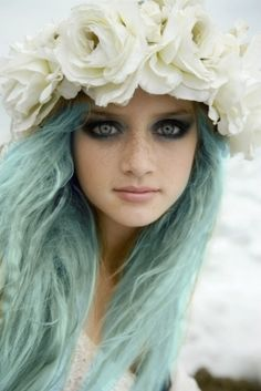 White rose wreath and sea green hairAll the brave clients out there ... i will shoot this look I already made a headband like this i love