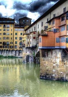 houses on the bridge- ponte vecchio - firenze -italy