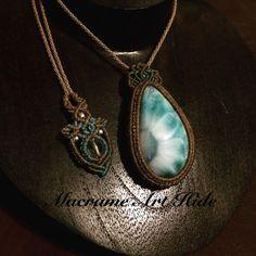 とうとう手を出しました、、、 ひまわり模様のラリマー!! 分かる人には分かると思いますが、17.5gのヘビー級!! あえてシンプルな感じに!! エンド部分もシンプルに水晶を使って!! #macrame#pendant #necklace #accessories #Fashion #gemstone #天然石#パワーストーン#ネックレス#ペンダント#アクセサリー#ハンドメイド#handmade #macramearthide#マクラメ#art#アート#design#デザイン#ジュエリー#jewelry#larimar #ラリマー#crystal#クリスタル#水晶#quartz
