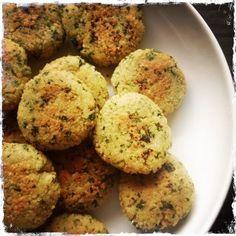 Couscous-Taler sind schnell gemacht. Sie lassen sich vielseitig einsetzen. Ob als knusprige Beilage zu Fleisch oder auch vegetarisch mit Salat und Dip. 105