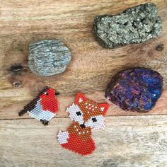 Robin and Fox brooches! I have so enjoyed looking through photos of these wonderful creatures and the artwork of people like Charley Harper to come up with these cuties. . . . #fox #robin #ashandloom #ashandloomoriginal #crystals #brickstitch #modernmaker #jenfiledesperlesetjassume #flatlay #makersgonnamake #crafternoon #craftsposure #miyukidelica #momentmagazine #ThatsDarling #darlingdaily #lifeincolor #creativityfound #molliemakes #flashesofdelight #customjewelry #socality #liveauthentic…