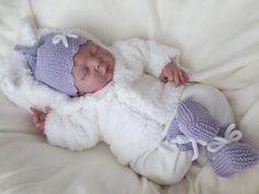 Mütze  Schühchen Gr.50-56, flieder, KU ab 34 cm von babys  dreams auf DaWanda.com