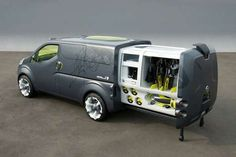 Nissan will showcase the concept at the upcoming Tokyo Motor Show - an innovative mix of mobile office and van in one unique package. Minivan Camping, Truck Camping, Motorcycle Camping, Camping Gear, Kombi Motorhome, Camper Trailers, Campervan, Astuces Camping-car, Nissan Vans