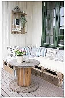 Transcendent Dog House with Recycled Pallets Ideas. Adorable Dog House with Recycled Pallets Ideas. Upcycled Furniture, Pallet Furniture, Outdoor Furniture Sets, Furniture Design, Furniture Ideas, Pallet Couch, Garden Furniture, Pallet Lounge, Sofa Ideas