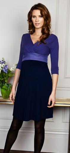 Unser Adelaide Umstands- und Still-Kleid betont nicht nur Ihre Silhouette sondern verfügt auch über spezielle Stillöffnungen
