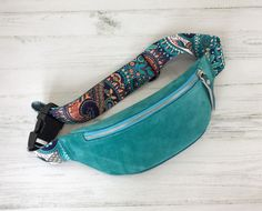 Fanny Pack Pattern, Sewing Men, Cheap Womens Tops, Sacs Design, Leather Belt Bag, Handmade Handbags, Fabric Bags, Belt Purse, Printed Bags