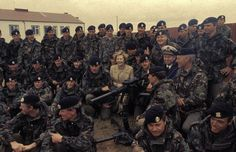 Margaret Thatcher with the British troops in 1982. Source: http://www.dailymail.co.uk/news/article-2306572/Thatcher-tribute-Will-Falkland-Islands-capital-Port-Stanley-Port-Margaret.html