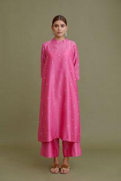 Dress Indian Style, Indian Dresses, Indian Outfits, Punjabi Suit Neck Designs, Kurta Neck Design, Kurta Designs Women, Blouse Designs, Plain Kurti Designs, 1920s Fashion Women
