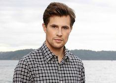 A Little Piece on David Berry (our new Lord John Grey) - Outlander Behind the Scenes Lord John Grey Outlander, Outlander Book, Time Travel Series, Beautiful Men, Beautiful People, John Gray, Sam Heughan Outlander, Romantic Times, Jamie And Claire