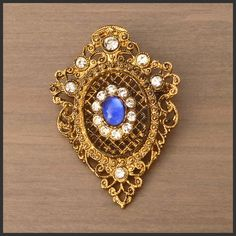 Wonderful Condition Vintage Antique Ladies Brooch Pin Metal Shield & Stones | A NO-RESERVE £0.99 AUCTION - GRAB A GREAT OFFER NOW!