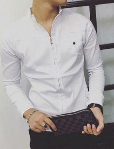 Sơ mi nam dây kéo tay dài màu trắng mã sản phẩm B4603 Giá: 220.000đ Camisa Medieval, Casual Shirts For Men, Men Casual, Mens Shirt Pattern, Mens Indian Wear, Boys Kurta, Mens Kurta Designs, Mens Designer Shirts, African Shirts