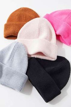 Classic fisherman beanie designed in a range of solid colors for basic fall styling. Rendered in mixed knit with an extended cuff for a high crown that reads casual and laid back. Cute Beanies, Cute Hats, Beanie Boos, Beanie Babies, Slouchy Beanie, Crochet Beanie, Knitted Hats, Beanie Outfit, Accesorios Casual