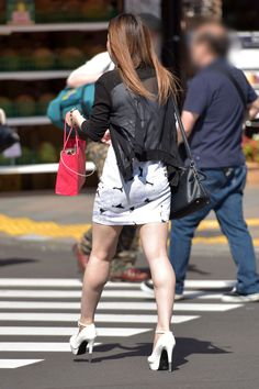 Short Skirts, Mini Skirts, The Empress Of China, Great Legs, High Heel Pumps, Asian Woman, Rock, Asian Beauty, Dress Skirt
