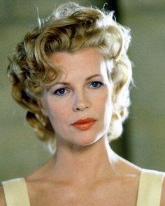 Marilyn waves on Kim Basinger in LA Confidential