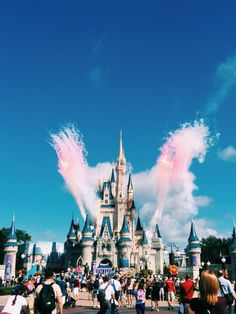 Find images and videos about Dream, disney and disneyland on We Heart It - the app to get lost in what you love. Disney Dream, Disney Love, Disney Magic, Walt Disney World, Disney Pixar, Disneyland Paris, Disneyland Castle, Disneyland Food, Sea World