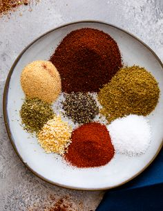 Learn how to make your own homemade Low-carb keto-friendly taco seasoning in just a few minutes for a fraction of the price of taco packets! If you're on a keto Taco Seasoning Ingredients, Taco Seasoning Mix Recipe, Low Carb Taco Seasoning, Chicken Taco Seasoning, Taco Seasoning Packet, Homemade Spices, Homemade Seasonings, Taco Mix, Homemade Tacos