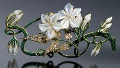 TIARA. RENÉ LALIQUE, 1905. Musée Lalique, located on the Rue du Hochberg in Alsace, France.