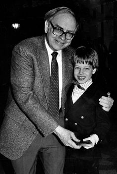"""""""Buffett offers Nicholas his wallet... but only for a photo."""" Warren #Buffett and Nicholas #Kenner, 9 4/30/1990 By: THE WORLD-HERALD Buy the photo here http://marketplace.omaha.com/shop/product.php?productid=38468"""