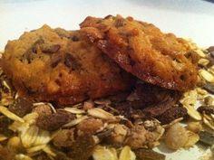 24 Biscuits croquants au muesli pour le petit déj' - 250 g de muesli-100 g de farine blanche-50 g de sucre de canne-1 oeuf-1 cuillère à soupe de miel-100 g de beurre fondu - mélanger pdt 5mn - 10 mn repos - 15mn four 180