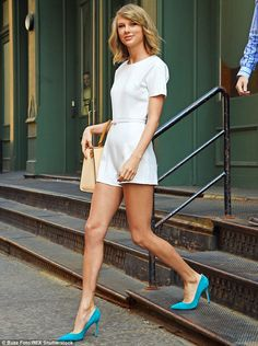 Taylor Swift teamed her white romper and tan handbag with bright turquoise heels