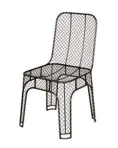 Chaise d'extérieur grillagée - 9 chaises d'extérieur pour bien finir l'été - CôtéMaison.fr