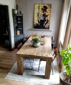 On this occasion Madelein e Ortega, opens the doors of his house in Holland, a beautiful home with vintage industrial style that we loved. Industrial Style Furniture, Industrial Home Design, Vintage Industrial, Dinning Table, Sweet Home, New Homes, Interior Design, House, Instagram