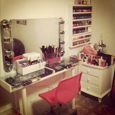 coolest Make-up station