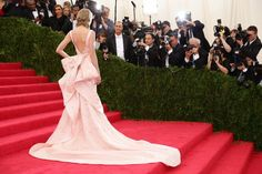 Pin for Later: 20 Times the Back of the Star's Dress Was Better Than the Front Taylor Swift