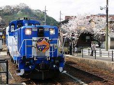 Orochi-gou (trolley train).  Looking for more information aboout Shimane? Go Visit San-in trip net.  http://www.san-in-tabi.net