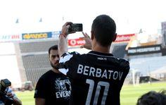 Dimitar Berbatov first moments at Toumba stadium with b&w PAOK FC jersey #berbatov #paok #welcomeBerbatov #selfies