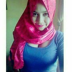 Image may contain: 1 person Beautiful Hijab Girl, Beautiful Muslim Women, Beautiful Asian Girls, Arab Girls Hijab, Girl Hijab, Muslim Girls, Hot Muslim, Moslem, Hijab Stile
