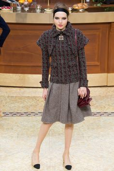 Chanel Fall 2015 Ready-to-Wear Fashion Show - Cara Delevingne (Elite)