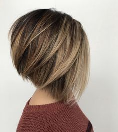 60 Layered Bob Styles: Modern Haircuts with Layers for Any Occasion - Cabello Rubio Bob Style Haircuts, Inverted Bob Haircuts, Layered Bob Hairstyles, Round Face Haircuts, Modern Haircuts, Hairstyles Haircuts, Short Haircuts, Medium Hairstyles, A Line Haircut Short