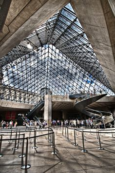 Louvre District, under the Louvre Pyramid, in the main courtyard (Cour Napoléon) of the Louvre Palace, Paris I.Gorgeous Museum, an absolutely must see in Paris! Louvre Palace, Louvre Paris, Montmartre Paris, Paris Travel, France Travel, Places To Travel, Places To See, Hotel Des Invalides, Louvre Pyramid