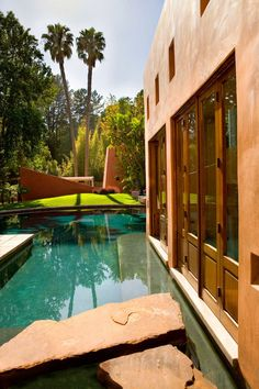 Mandeville Canyon is located in Brentwood, California and was designed by Whipple Russell Architects
