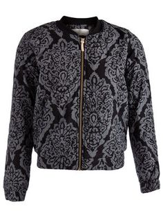 Crazy about this beautifully detailed bomberjacket from Pieces.