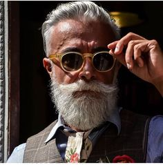 Beard Types: 5 Styles Based On Face Shape - Mens Hair Styles Beard Styles For Men, Hair And Beard Styles, Beard Images, Older Mens Fashion, Gentlemen Wear, Beard Model, Grey Beards, Men With Grey Hair, Beard No Mustache