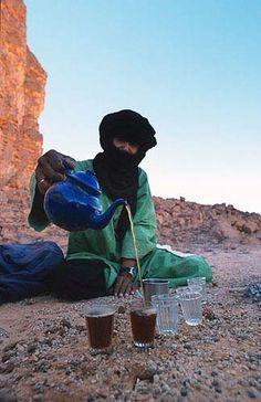 Le rituel du thé (attaï) chez les Touareg