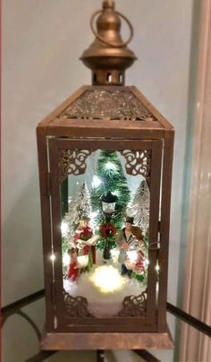 Unique Outside Christmas Lights Diy Christmas Lights, Indoor Christmas Decorations, Christmas Tree Crafts, Christmas Centerpieces, Christmas Projects, Christmas Holidays, Lantern Christmas Decor, Outdoor Christmas, Christmas Ideas