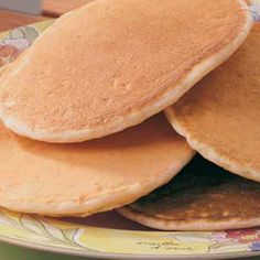 Yeast Pancakes Recipe, for those of us who cannot stop dreaming about Colossal Cafe's unique tasting pancakes! Quick Pancake Recipe, Pancakes For One, Pancakes And Waffles, Banana Pancakes, Brunch Recipes, Breakfast Recipes, Waffle Recipes, Brunch Ideas, El Dorado