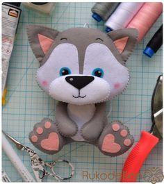 Фетровый волк для детского мобиля Привет, мои фетровые друзья!Сегодня вместе с вами мы сошьем вот такого серенького волка для будущего д...