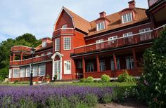 Ombergs Turisthotell on Lake Vättern's eastern shore — between Vadstena and Gränna at the beautiful stretch where beech forest meets the expansive view of Vättern and the Östgöta plain. Sweden News, Country, House Styles, Places, Travel, Beautiful, Viajes, Rural Area, Trips