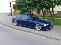 Avus blue BMW e36 on cult classic Mille Miglia MM2000 wheels